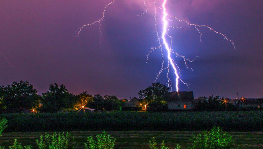 LIVESTREAM!  Onweer en bliksem  –  Michiel Hartmann